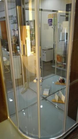 Mampara de baño para plato de ducha semicircular de 90 con vidrio templado transparente de 6mm.
