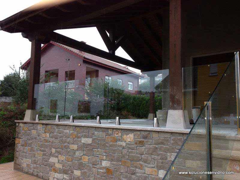 Barandillas de cristal con el vidrio al aire y sujección por pinzas de acero inoxidable AISI 316