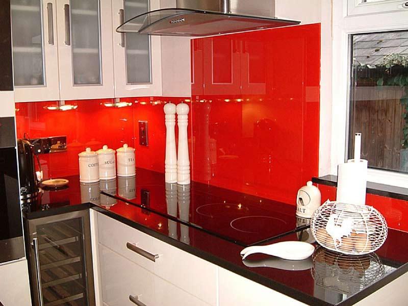 paredes de cocina revestidas con vidrios lacados