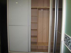 armario revestido con vidrio lacado color traslúcido
